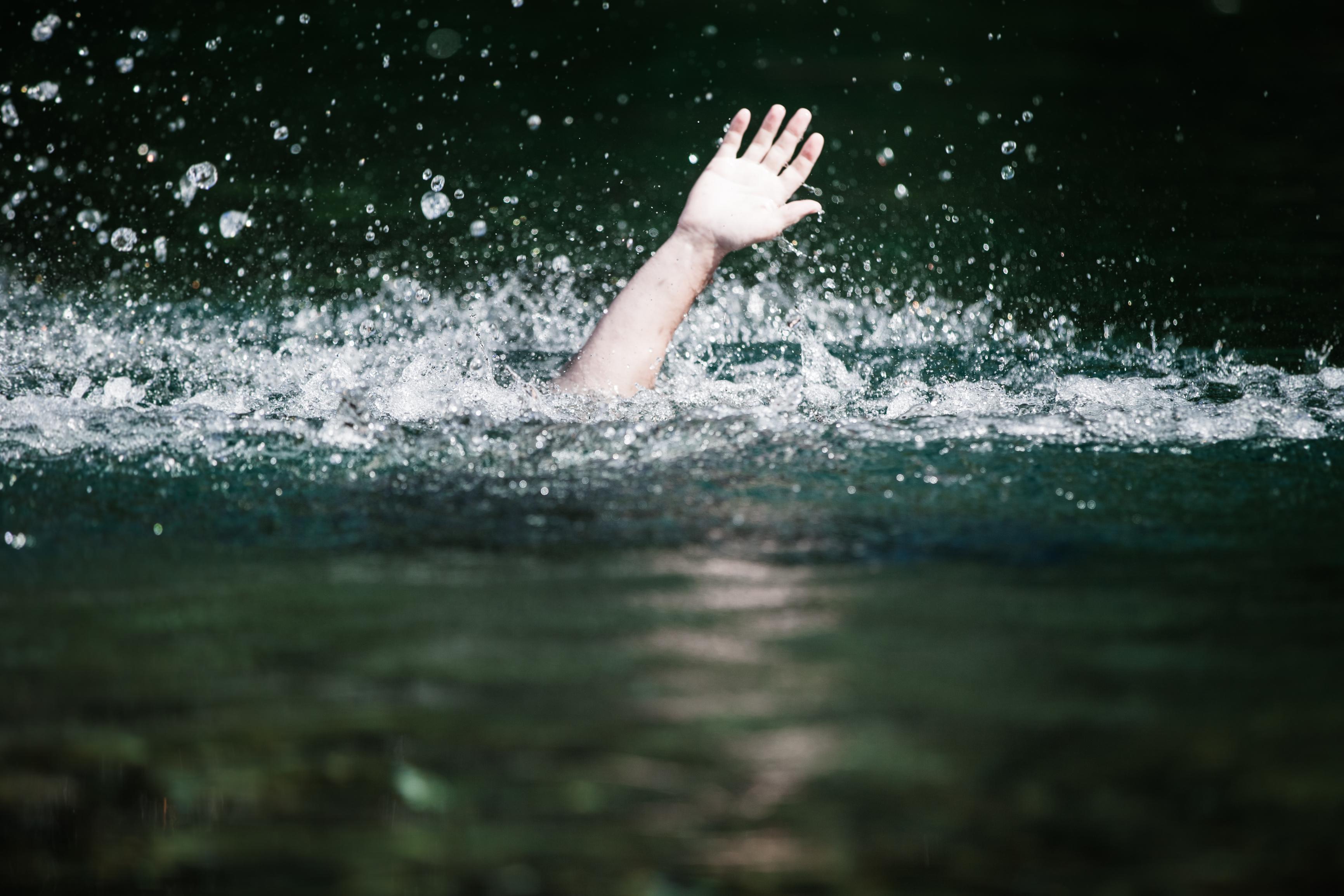 pénisz hideg vízben