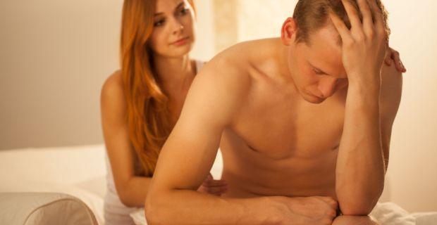 romlott erekciós okok fotó fiatal srácok erekcióval