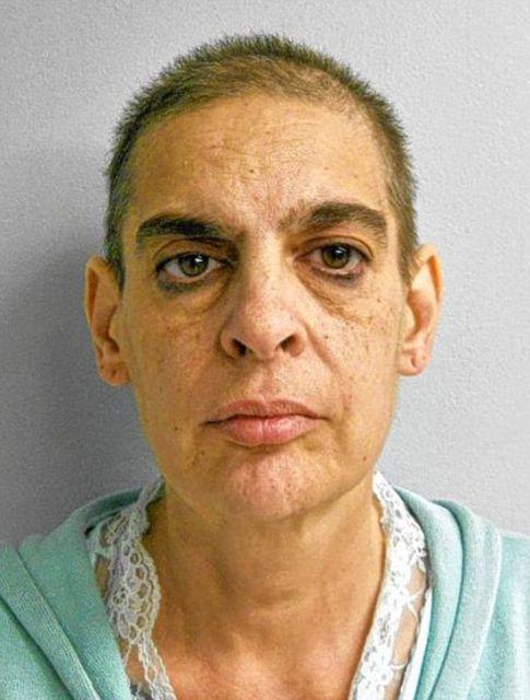 nő kínozza a péniszét