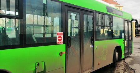 felállítása a tömegközlekedési eszközökön