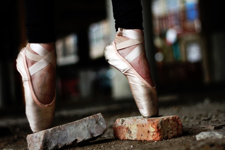 a balett-táncosnak merevedése van