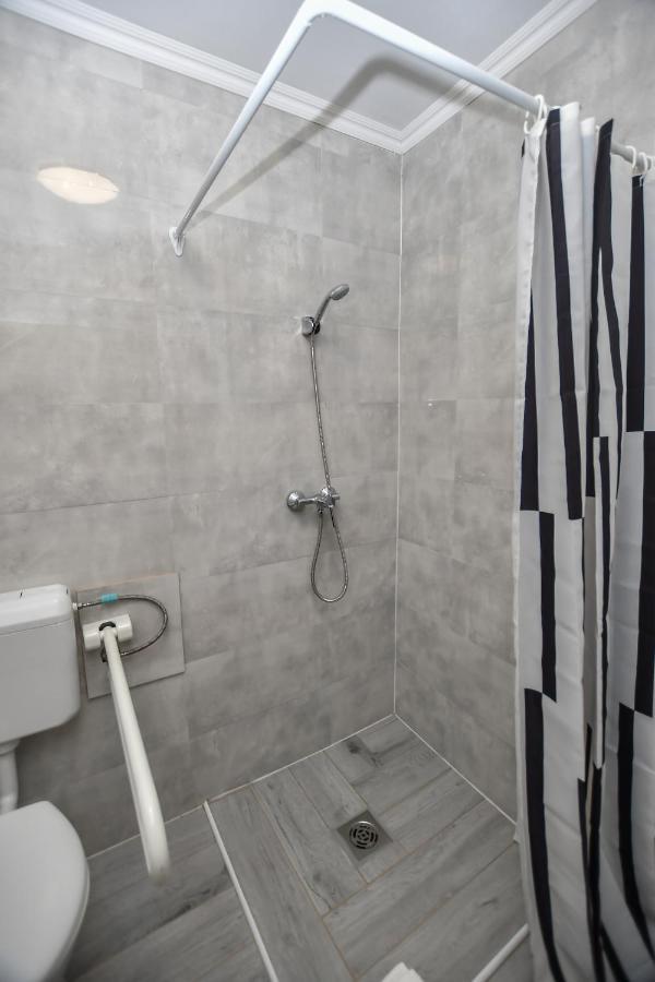 ne lépjen erekcióval a zuhany alá
